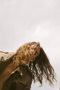 L'impermeabile - trench - editorial shooting - photo E. D'angelo - stylist Gaia Fiore